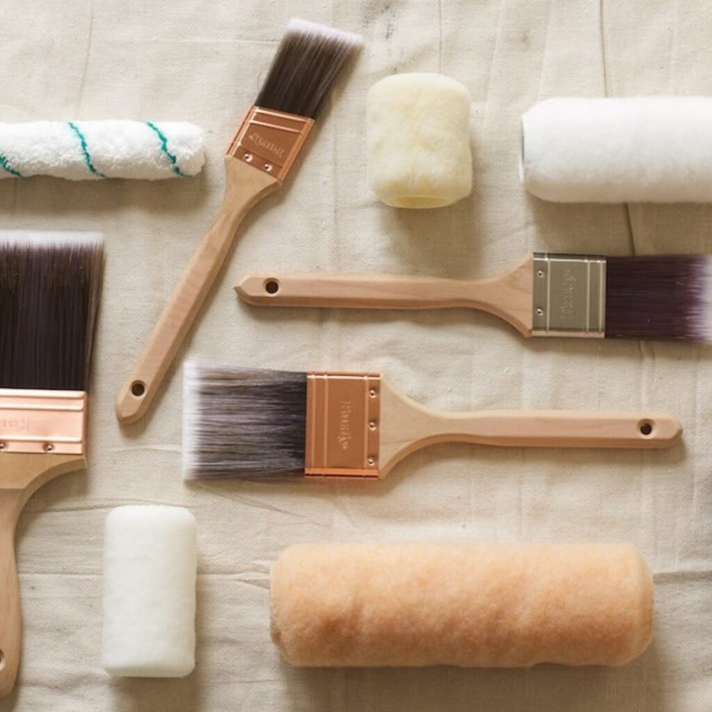 paintbrushes, rollers and painting pads
